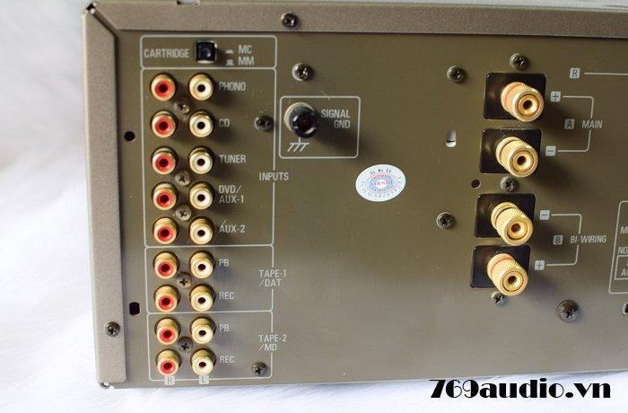 Mặt sau ampli Denon pma 2000