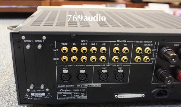 Mặt sau Amply Accuphase E460