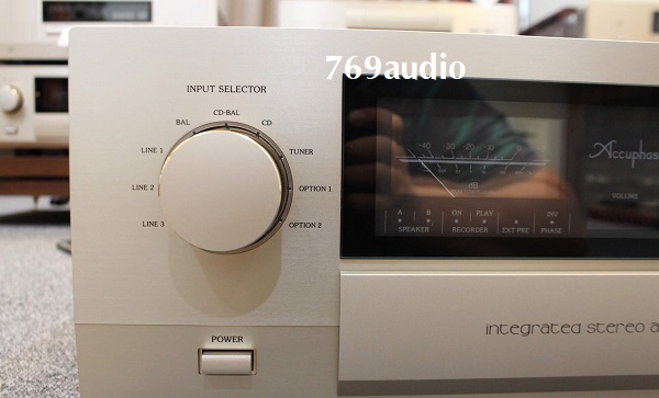 Mặt trước Amply Accuphase E460