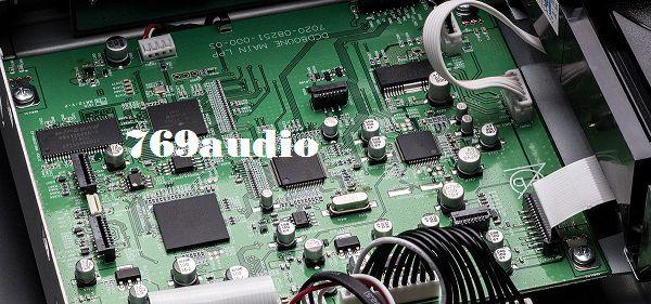 Bên trong đầu CD Denon DCD-800NEBK