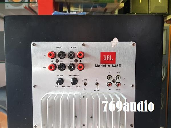 Mặt trên loa JBL 835