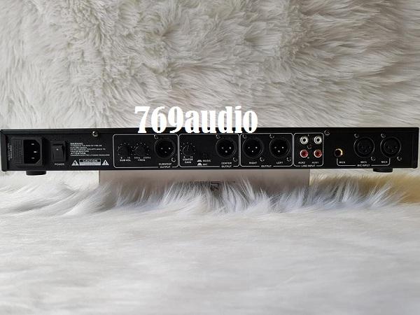 mặt sau mixer karaoke K10