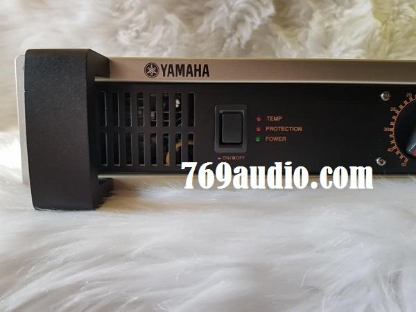 Mặt bên Yamaha 7000